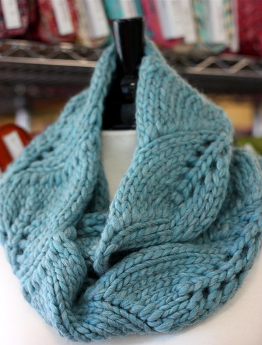 Free Knitting Patterns For Women s Cowls : Diana Knits the Vite Cowl ilovefabric blog