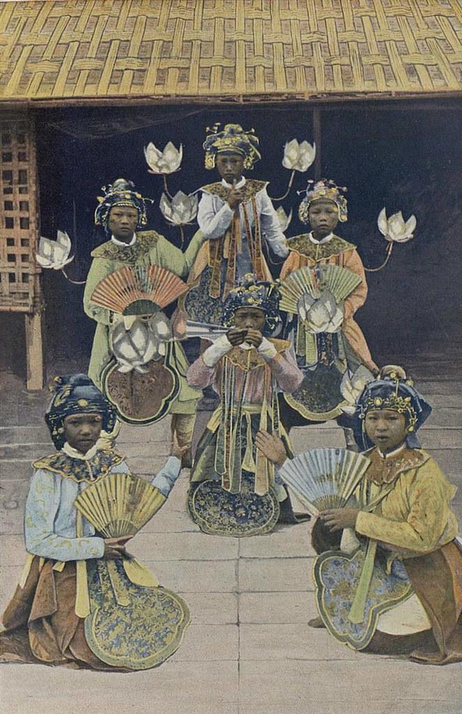 Annam - Danseuses Annamites à Vinh -
