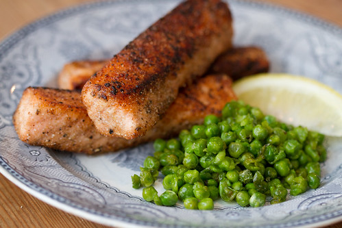 Fish and mushy peas (chips are optional) / Kalapulgad ja tambitud herned / Kodused lõhefileepulgad