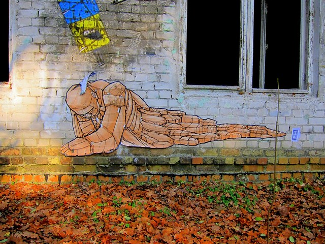 paste up | alaniz | grabowsee 2011