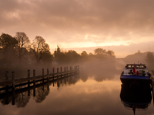 river thames mist runnymede sunrise morning riverthames uk england awps aperturewoolwich boat canal canalboat water still early locke bridge cloudy day