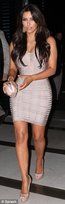 Kim Kardashian nude pink dress (5)