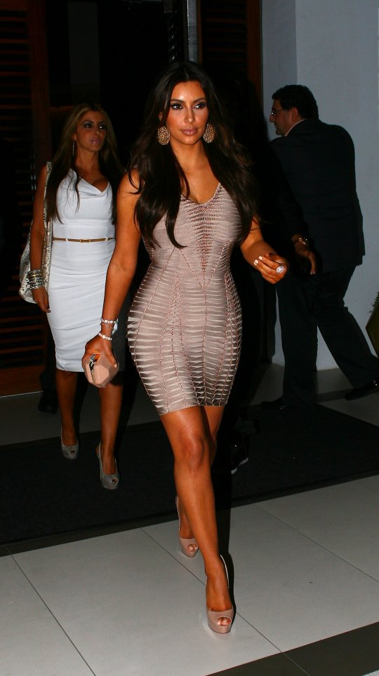 Kim Kardashian nude pink dress (15)