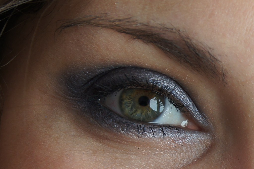 """Makeup example with MAC pigment """"Blue Storm"""""""