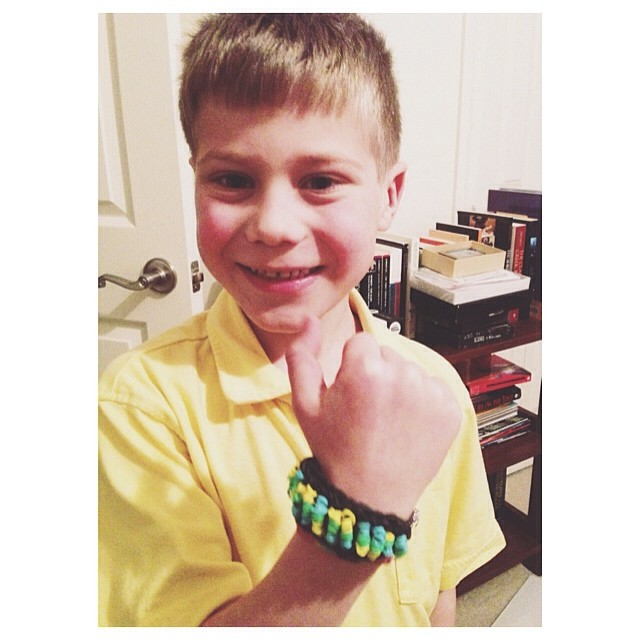 Loom bracelet mania! Do your kids have it, too?