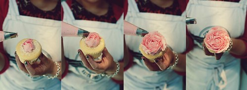 How to pipe a buttercream rose on a cupcake