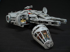 7965 Millennium Falcon Review: cockpit