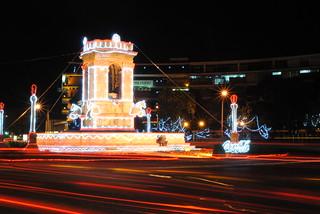 Plaza España 의 이미지. plaza city españa de navidad noche long exposure cola monumento guatemala 9 ciudad nocturna coca zona iluminacion larga nocturno exposición histórico plazuela iluminada ornato