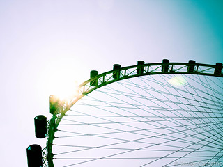 Singapore Flyer Wheel जवळ सिंगापुर की छवि. sun wheel contrast flyer singapore asia ferris singapur pods noria