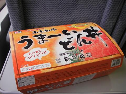 紀勢線で松坂の弁当を食う