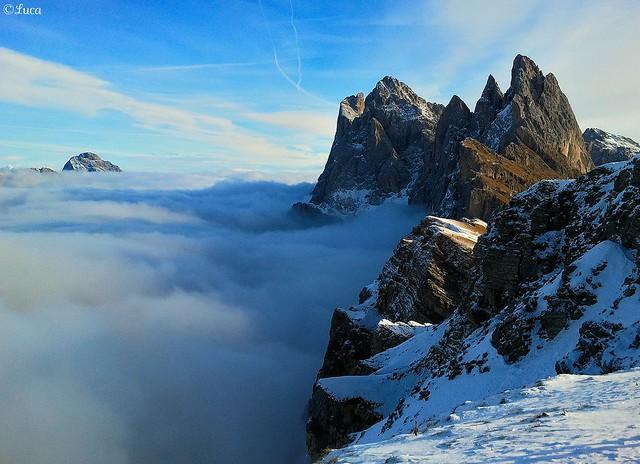 Val di Funes sotto la nebbia