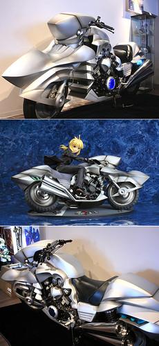 111217(2) - 精心打造的《Fate-Zero》原比例セイバー專用機車,公開展示中!