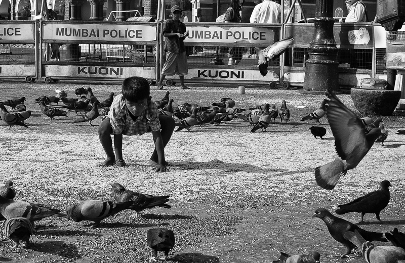 The Little Warrior - Mayank Pandey amateur photographer from Mumbai India online photo exhibition street [hotography black and white Маянк Пандей фотограф любитель из Мумбай Индия онлайн фотовыставка стрит фотография черно белый