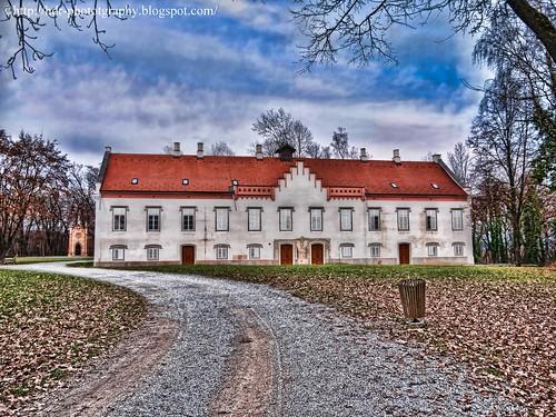 Novi Dvori by smalltechblog