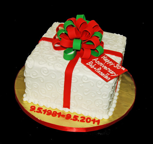 Christmas themed 30th anniversary package cake