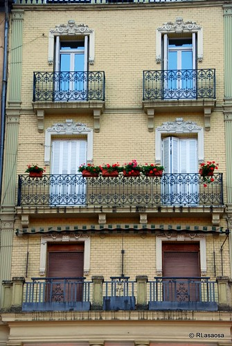 Edificio de viviendas en la Plaza del Castillo