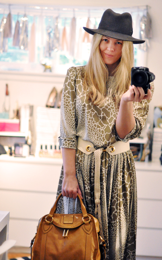 vintage dress with belt - fedora-marc jacobs bag-dressing room