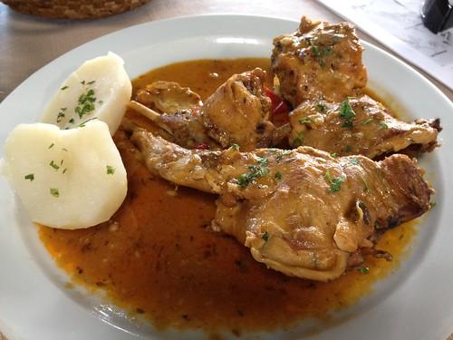 Conejo con salmorejo en el restaurante El Silbo, en Hermigua