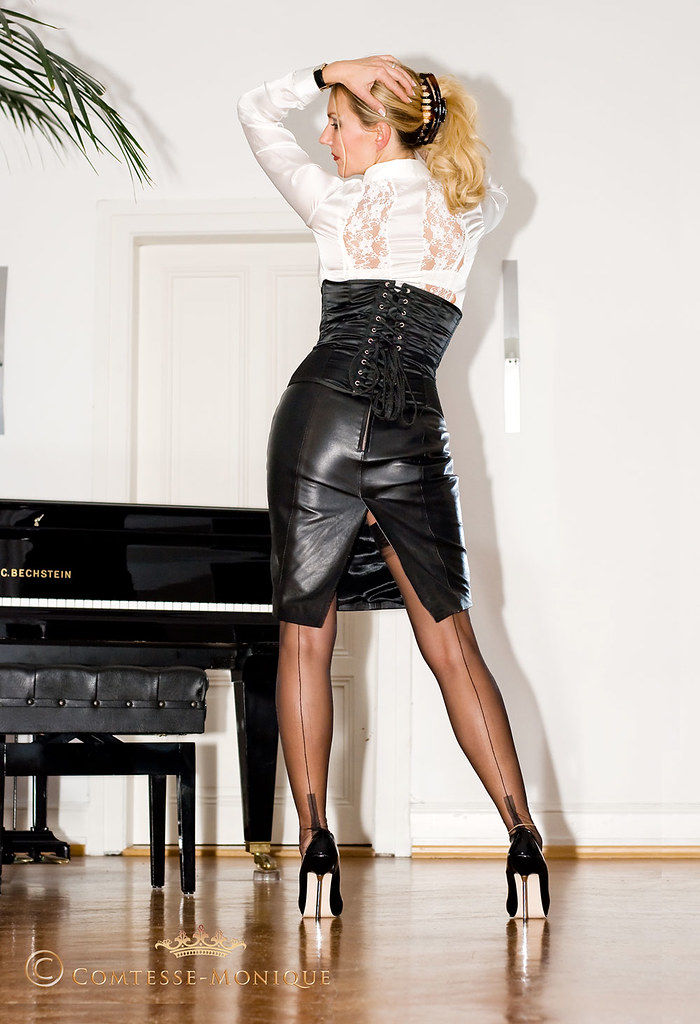 Comtesse-Monique_black leather pencil skirt, corset, satin blouse and seamed stockings