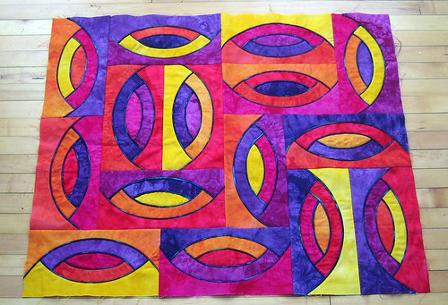 Piped curves quilt