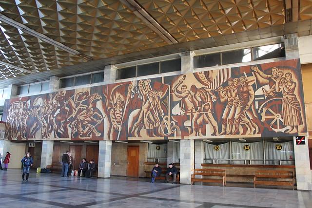 Mural comunista en la estación de Chop