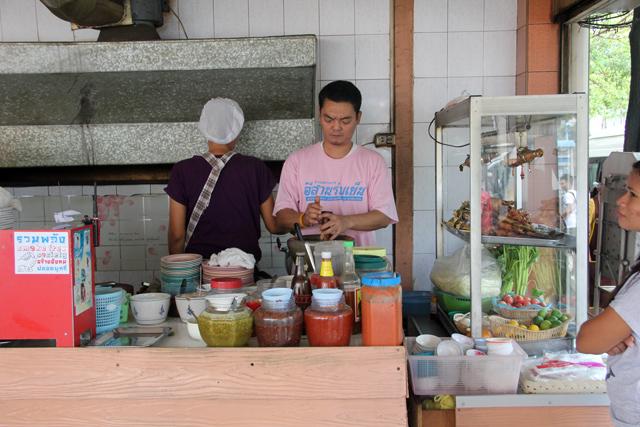 Lan Isaan Lom Yen ร้านอีสานร่มเย็น