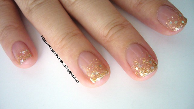 Christmas Gold Gradient Glitter Nails 3
