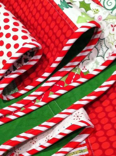 Sewcraftyjess festive christmas tree skirt tutorial