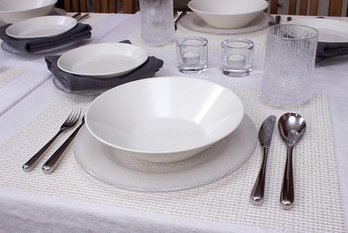 iittala Bowl on Limelight Dinner Plate