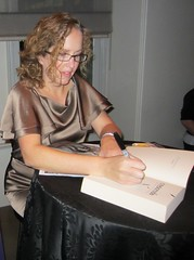 Becca Fitzpatrick signing -- Photo by Decadence