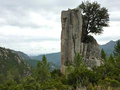 Canyon du Niffru : le bloc rocheux caractéristique au-dessus du canyon