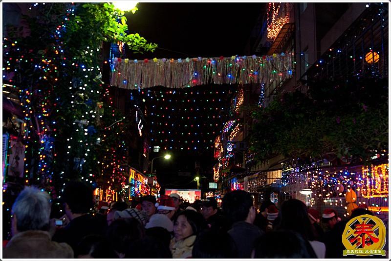 2011-12-24-聖誕巷插旗-8