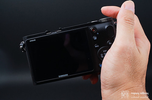 Samsung_NX200_exterior_18