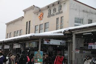 高山駅。雪の中