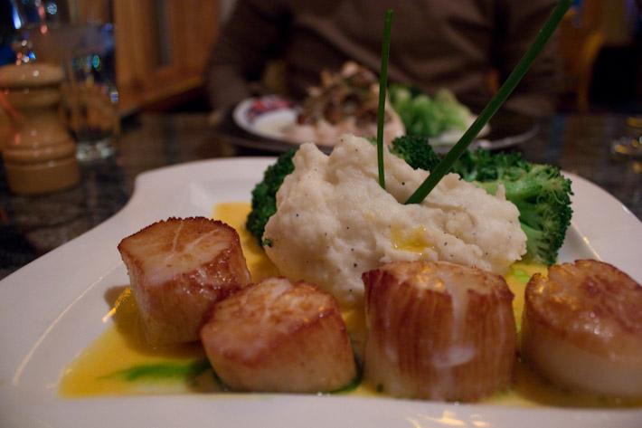 Anthony's. Sea Scallops, Mashed Potatoes, Brocoli.