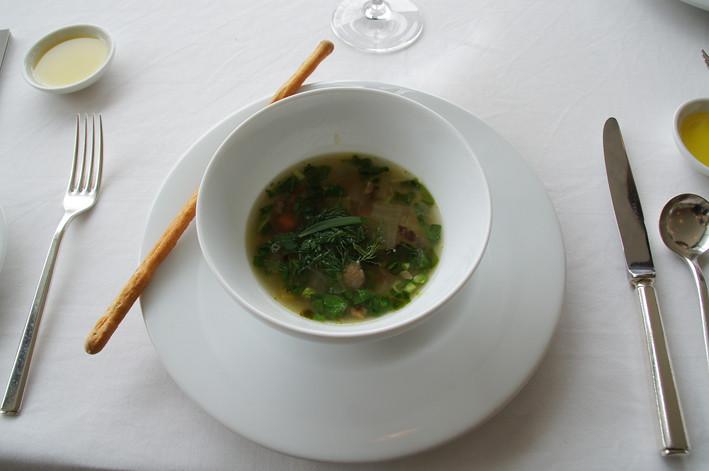 那須高原と菜園の採れたて野菜とハーブ 比内地鶏のブイヨンスープ