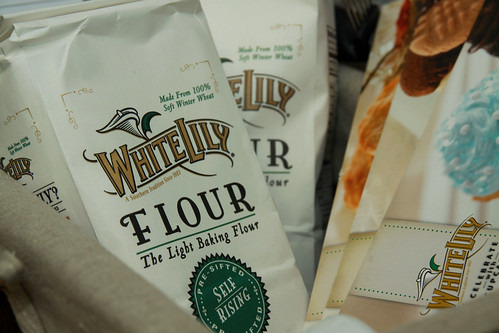 white lily self rising flour