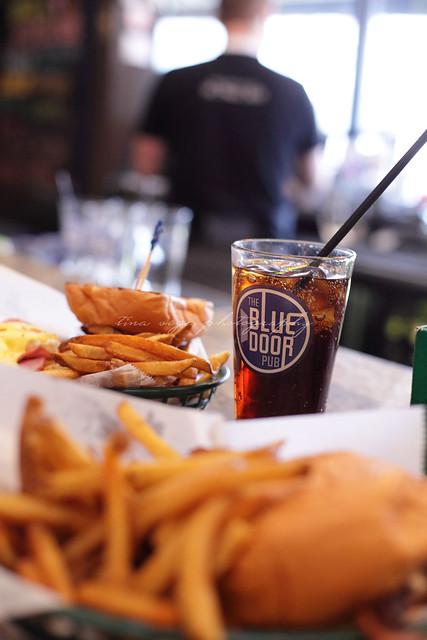 blue door pub - benny & jiffy