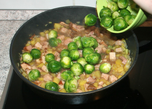 25 - Add brussels sprouts / Rosenkohl addieren