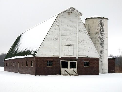 winter snow barn silo olympuspenepl1micro43micro43 olympuspenvf2viewfinder olympusmzuikodigitaled14150mmf4056