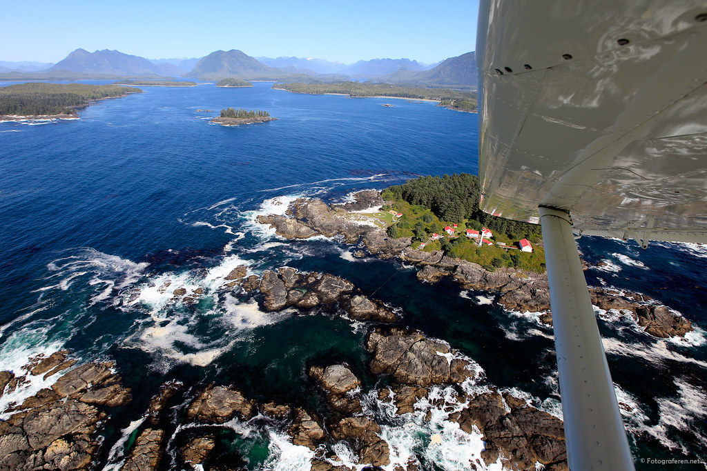 Lennard Island Lighthouse by floatplane (courtesy Tofino Air).