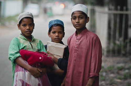 nikon d7000 atamohammadadnan bangladeshiphotographer portrait religion islam muslim kids children madrasa religious hillview chittagong bangladesh threefriends 85mm nikon85mmf18d hometown