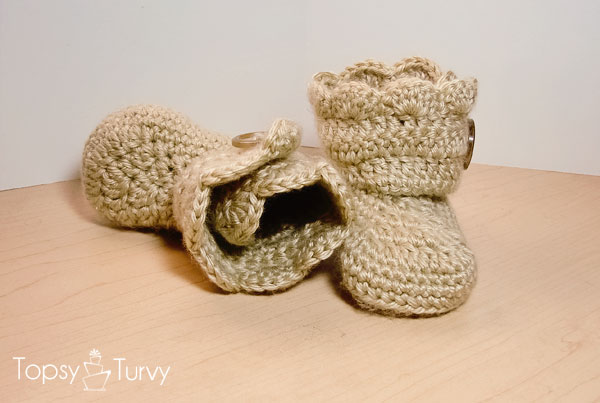 crochet-baby-wrap-button-boot-shell