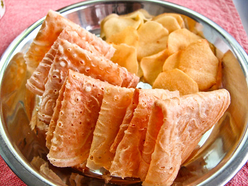 IMG_1995 kuih kapit and arrowhead root ,炸慈菇