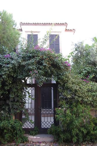 Burhaniye day 2 (Ayvalik): beautiful entrance to an old house (1)