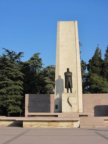 Balikesir: Atatürk statue (1)