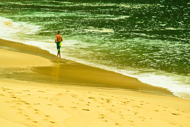 SoulB | Visual | Covered with green and yellow | Photography shot at Praia Vermelha, Urca, Rio de Janeiro, Brazil