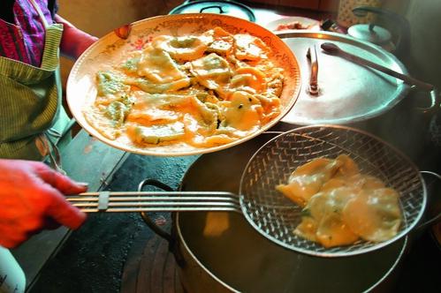 Ai fornelli nelle cucine dei Maso Gallo