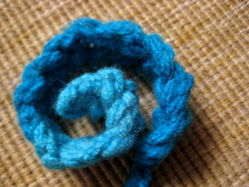 how to finger knit a brooch