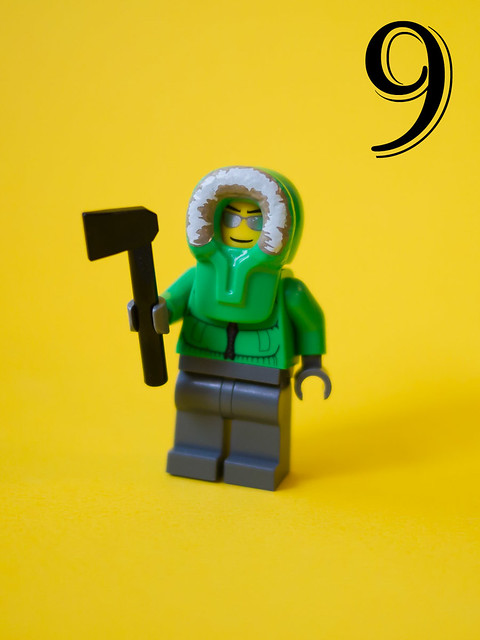 LEGO City Advent Calendar 2011 – Day 9: Guy in a snow jacket